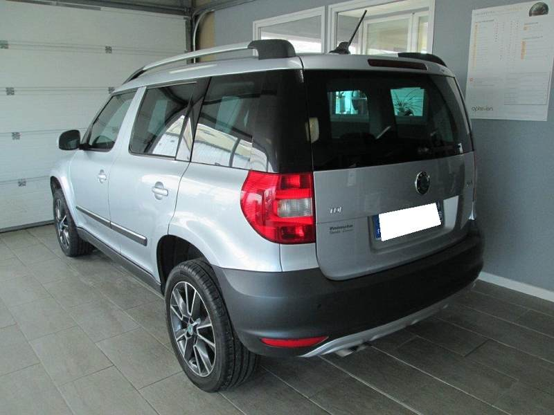 skoda yeti 2 2 0 tdi 110 cr ambition d 39 occasion en vente reims chez select automobile. Black Bedroom Furniture Sets. Home Design Ideas