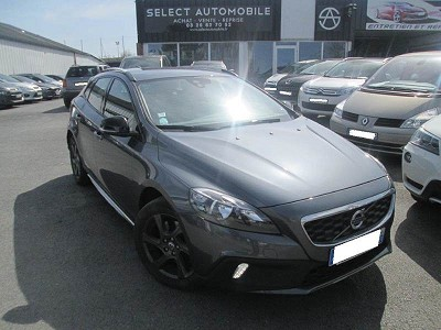 volvo v40 ii cross country d3 150 momentum 12 2012 12990 d 39 occasion en vente reims chez. Black Bedroom Furniture Sets. Home Design Ideas